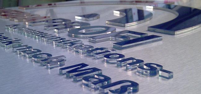 Aussenwerbung - Folienbeschriftung von Black Pearl Werbung und Design