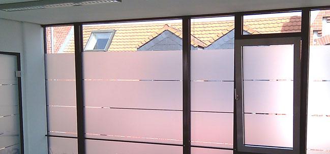 Sicht- und Sonnenschutz durch Gebäudeglasfolien